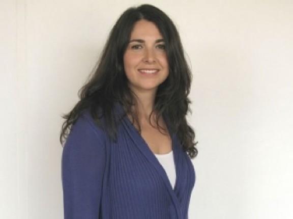 La periodista garrotxina Clara Sánchez s'estrena a la tele amb un programa informatiu de reportatges a CUATRO