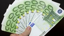Troba una cartera amb 2.000 euros a Canovelles i la lliura a la policia
