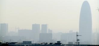 Vés a: Colau estudia prohibir circular la meitat de cotxes en episodis de contaminació