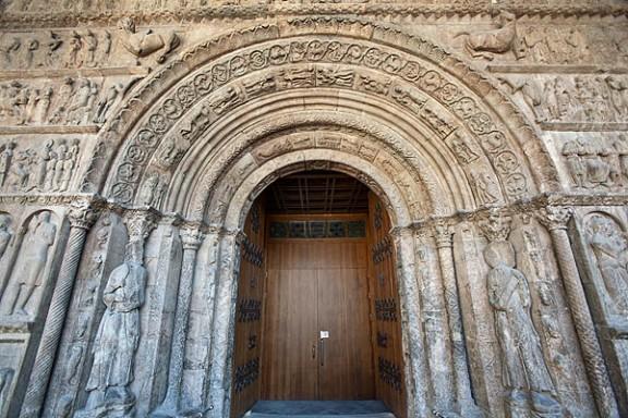 El Congrés espanyol impulsa la candidatura de la portalada del monestir de Ripoll