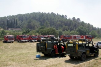 Redueixen a la meitat els efectius al foc de l'Alt Empordà, que continua en fase de control
