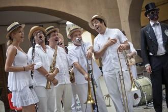 La Palma Jazz Band amenitza les festes del barri de Gràcia de Manlleu