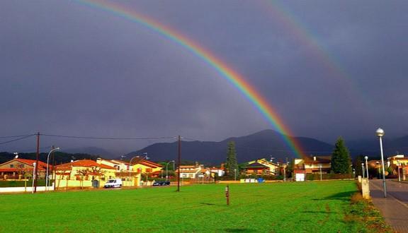 Fotonot cia l 39 arc de sant mart llueix al vall s oriental - Casas en el valles occidental ...
