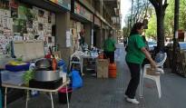 Vés a: Banesto calla i els activistes de la PAH continuen acampats davant del banc a Vic