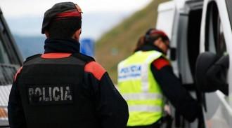 Els Mossos detenen dos falsos revisors del gas a Savallà del Comtat