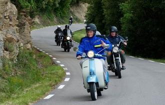 Les motos antigues se citen a Roda de Ter