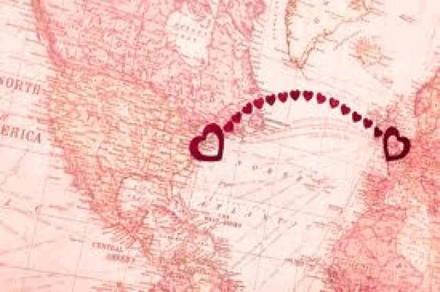 Любовь на расстоянии сложно, пусть. И в трубке телефона слышать грусть. В