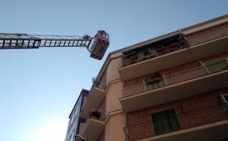 Els bombers desperten un senyor profundament adormit a Manresa