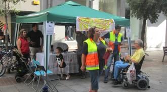 Recollida de signatures a Terrassa d'Ambulàncies en lluita
