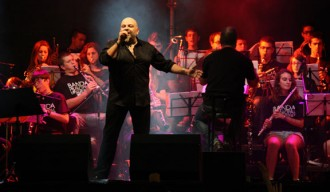Brams i la Banda Municipal de Figueres emocionen a l'Acústica
