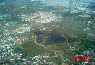 Cremen unes tres hectàrees de matoll a Vilanova i la Geltrú