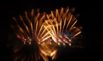 El Castell de Focs uneix la festa i la solidaritat