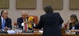 Tardà regala una samarreta de la Via Catalana a Margallo