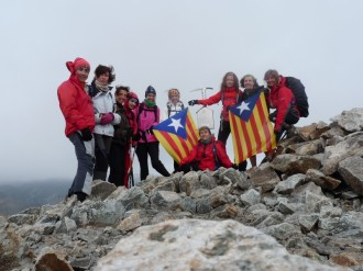 Els cims catalans s'omplen d'estelades com a prèvia de la Diada