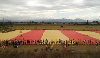 Riuprimer i Roda de Ter animen la Via Catalana amb la senyera més gran del món