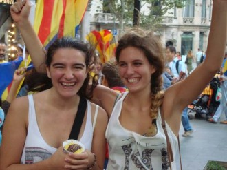 Vídeo i fotos: el gran esclat de joia, alegria i estelades al centre de Barcelona!