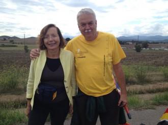 Montserrat Tura es retrata amb Toni Strubell a la Via Catalana