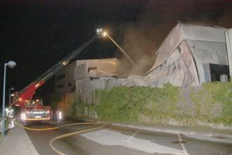 Incendi en una fàbrica de decoració nadalenca de Barberà del Vallès