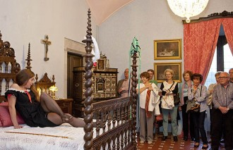 El senyor del Castell de Montesquiu mostra les intrigues de palau