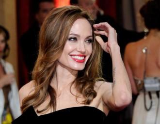 L'actriu Angelina Jolie s'extirpa els ovaris per evitar el càncer
