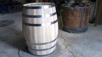 Es fabrica la primera bóta de vi amb fusta de roure reboll de Prades