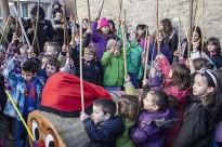Els nens de Montesquiu fan cagar el tió