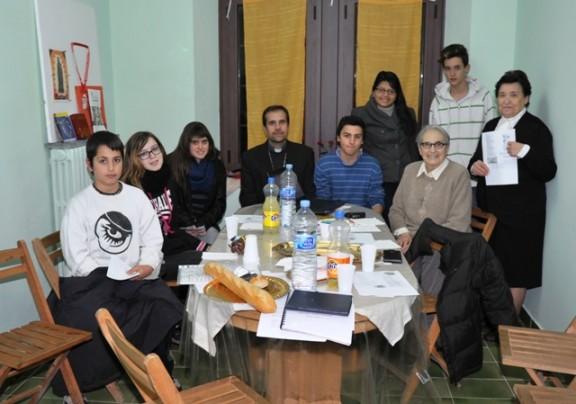 El Bisbe de Solsona visita als voluntaris de «Solsona Jove Ajuda»