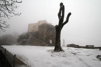 Una petitat nevada enfarina les cotes altes