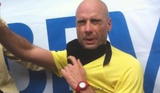 Corre la Mitja Marató de Terrassa descalç, amb els ulls tapats i sense guia