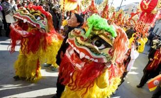 Gegants i castells per celebrar l'Any Nou xinès a Barcelona