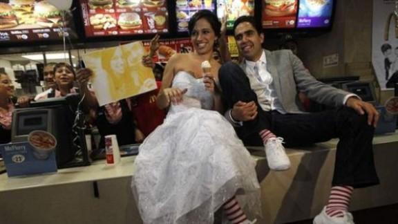 Saps que et pots casar a un McDonalds?