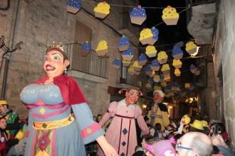 Solsona enfila el segon dia de Carnaval amb la baixada de boits