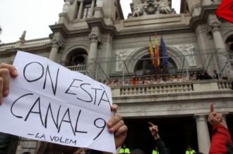La primera «mascletà» de Falles acaba amb protesta contra el tancament de RTVV