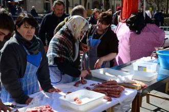 Embotits a plaça per tancar el Carnestoltes de Ribes de Freser