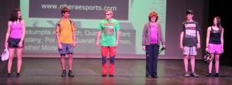 L'alumnat de l'Institut mostra les novetats de la temporada en moda i complements