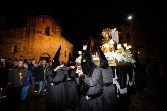 Besalú i Mieres celebren la Processó dels Dolors