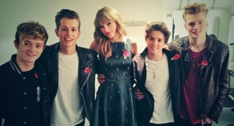 Vés a: Taylor Swift s'emporta als The Vamps a casa!