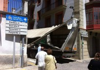 Un camió queda enganxat al centre de Ribes de Freser
