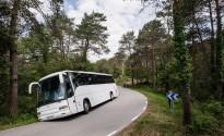 Un autocar carregat de nens, a punt de bolcar a Vilanova de Sau