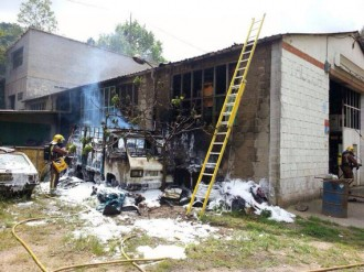 Fotonotícia: Crema un antic taller mecànic a Arbúcies