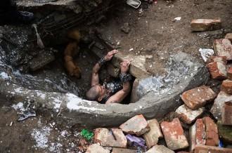 La ciutat subterrània de Romania on viuen drogoaddictes i nens orfes [FOTOS]