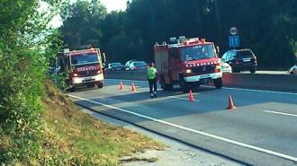 Un cotxe surt de la via i mor el copilot, una dona de 95 anys
