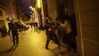 Els mossos s'encaren als periodistes