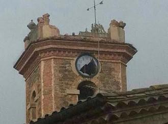 Un llamp destrossa el campanar de Collsuspina