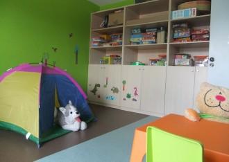 Olot inaugura un centre pioner d'atenció a les famílies amb risc social