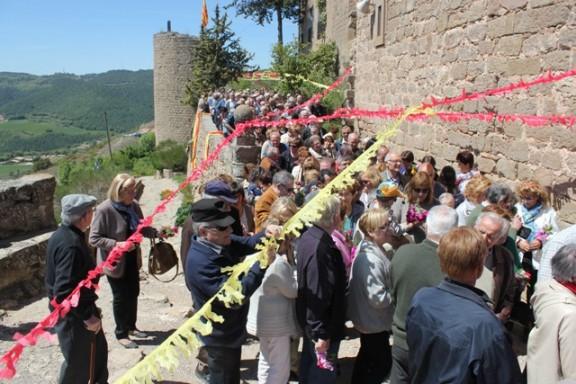 L'Aplec del Roser del Castellvell reparteix més de 400 panets