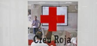 La Creu Roja de Girona dóna 24.300 euros per a llibres i material escolar