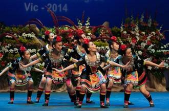 Uns 1.200 cantaires i dansaires d'arreu del món participen al Festival de Cantonigròs