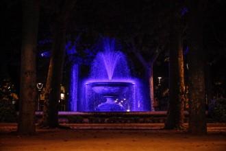 La font de la plaça Clarà, il·luminada tots els dies de l'any