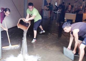 La pluja obliga a suspendre molts dels actes de la festa major de Torelló
